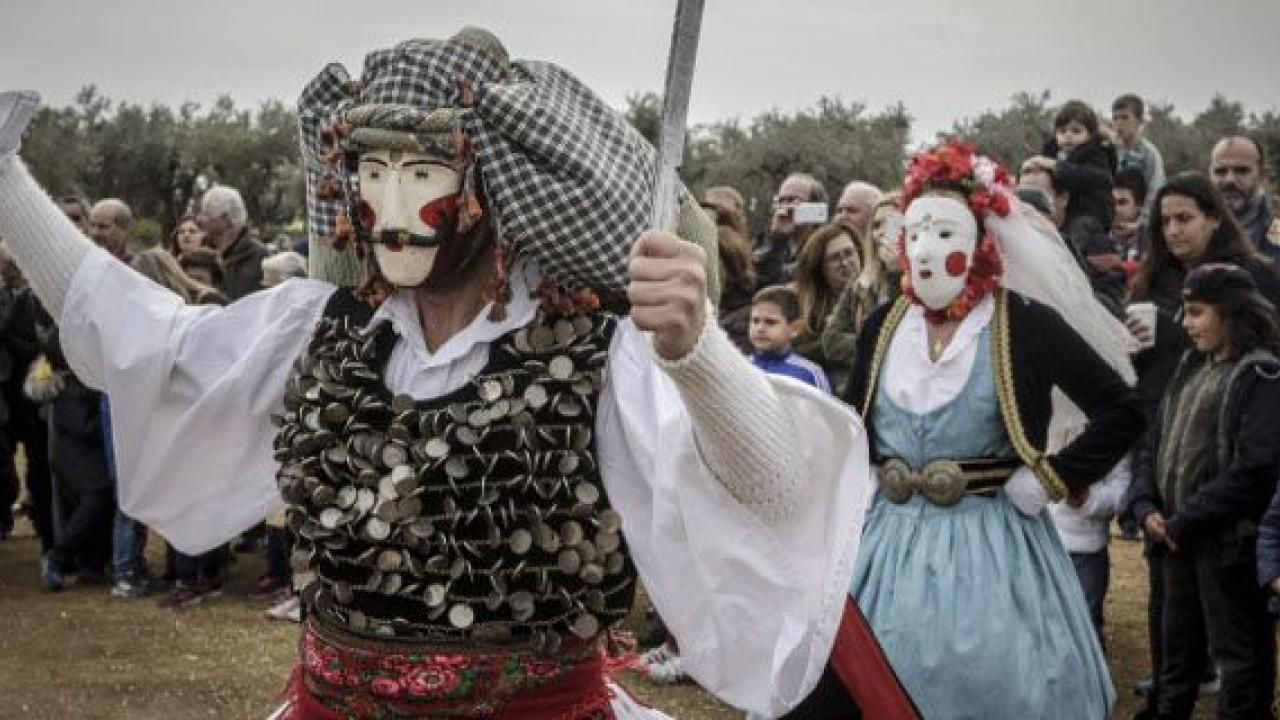 Οι Μωμόγεροι κατεβαίνουν από την Κοζάνη στο Μουσείο Μπενάκη! | Το Κουτί της  Πανδώρας
