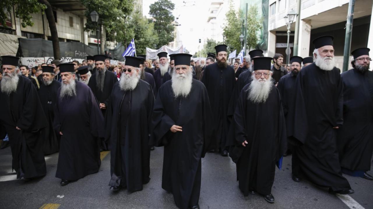 Εμπρός Πίσω: Ο Σκοταδισμός επιστρέφει στην Ελλάδα - Εξωφρενική απόφαση του ΣτΕ για το μάθημα των θρησκευτικών