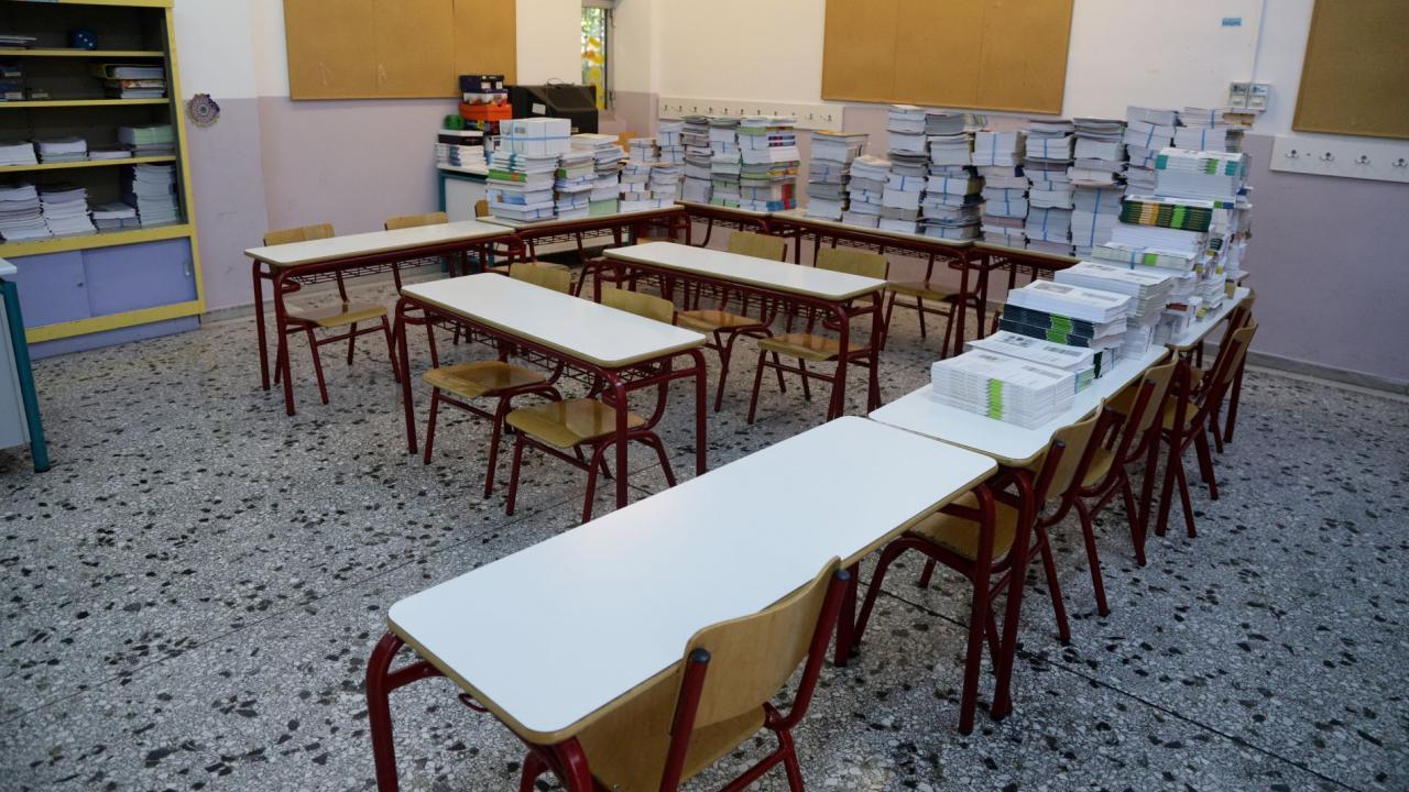 Στα δικαστήρια κατά του Υπουργείου Παιδείας μαθητής Λυκείου και οι γονείς του για την απαλλαγή από τα Θρησκευτικά