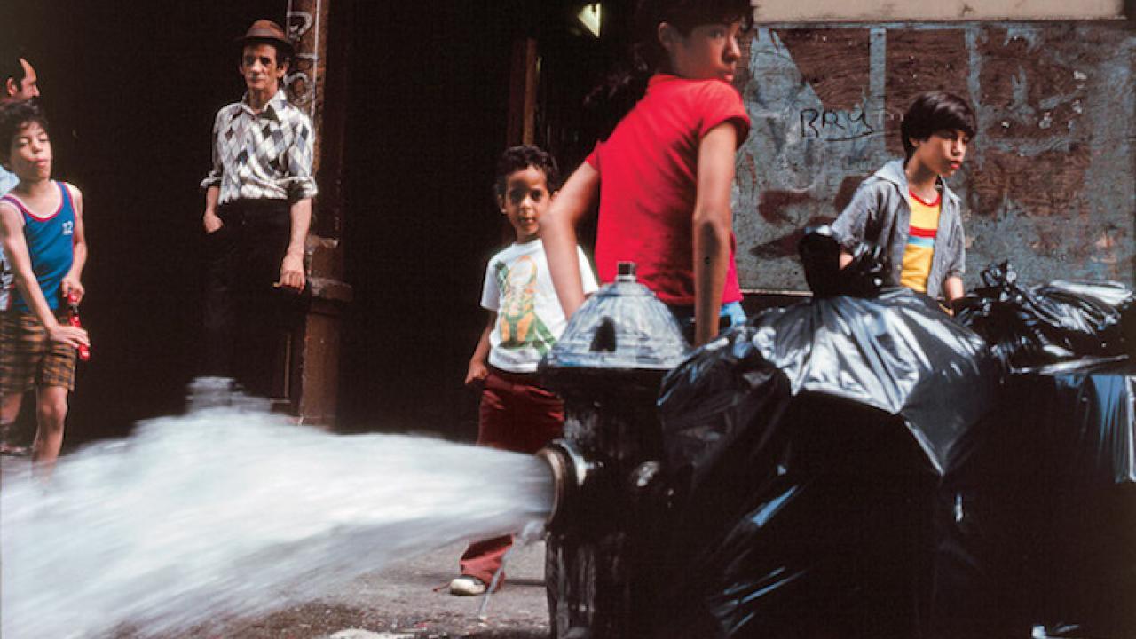 cf79e31b11 Οι φωτογραφίες προσπαθούν να διηγηθούν αυθεντικές ιστορίες της πόλης της Νέας  Υόρκης. Ιστορίες πραγματικών ανθρώπων που ζουν και εργάζονται στις δικές  τους ...