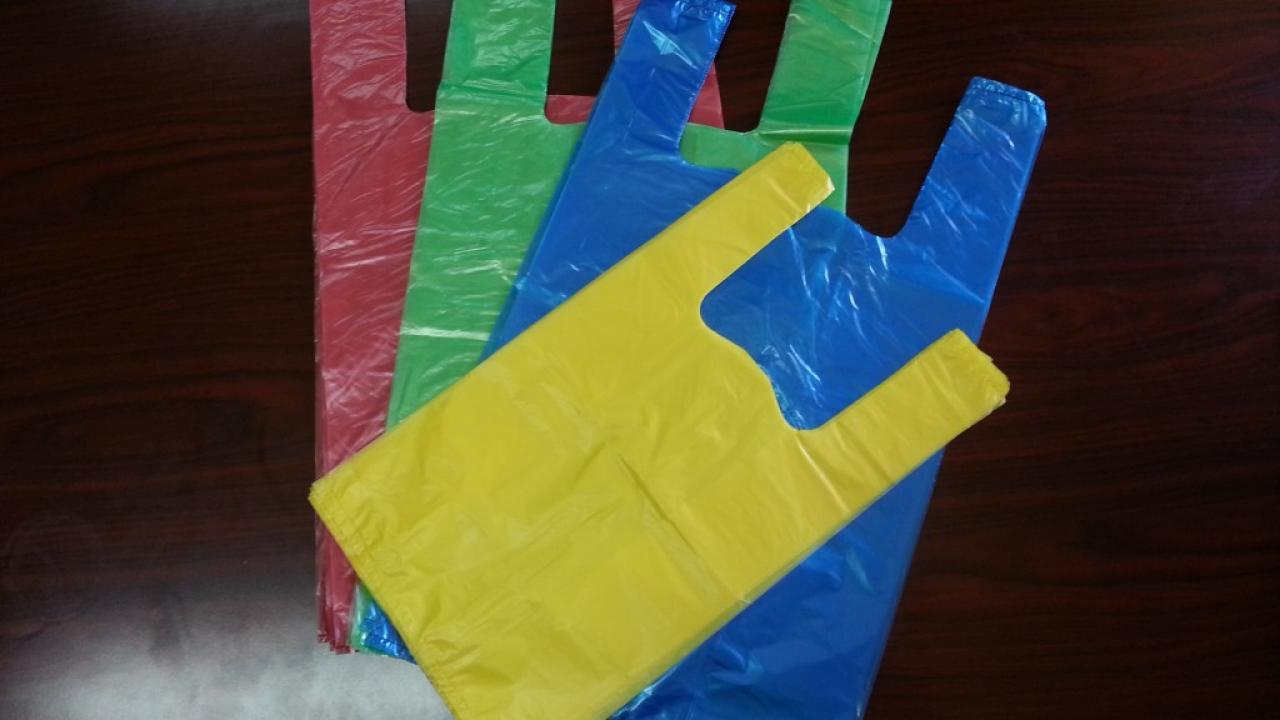 ... θεσπίζεται ανταποδοτικό περιβαλλοντικό τέλος για κάθε αγορά πλαστικής  σακούλας από τους καταναλωτές 2f4050cb8f6